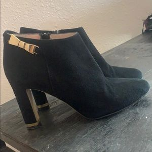 Kate spade black booties with gold bow